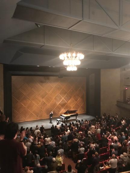 韓国人ピアニストのソン・ジンチョさんのリサイタル。素晴らしいベートベンとショパンが聞けて、しかもアンコールはClair de Lune とリストの La Campanellaでした。